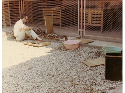 J. Deshayes sorting out ceramics (1969).