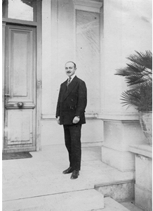 Louis Renaudin in 1920, in front of the main building of the French School at Athens.
